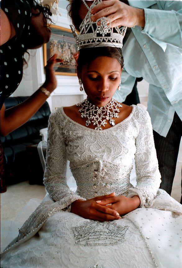Trước thềm đám cưới của Hoàng tử Harry và Meghan Markle, điểm lại 13 mẫu váy cưới Hoàng gia khiến người người mê mẩn - ảnh 8