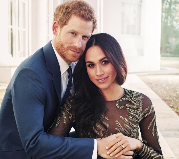 """Cận cảnh quá trình công phu làm ra chiếc bánh cưới """"lịch sử"""" của Hoàng tử Harry và Meghan Markle - ảnh 5"""
