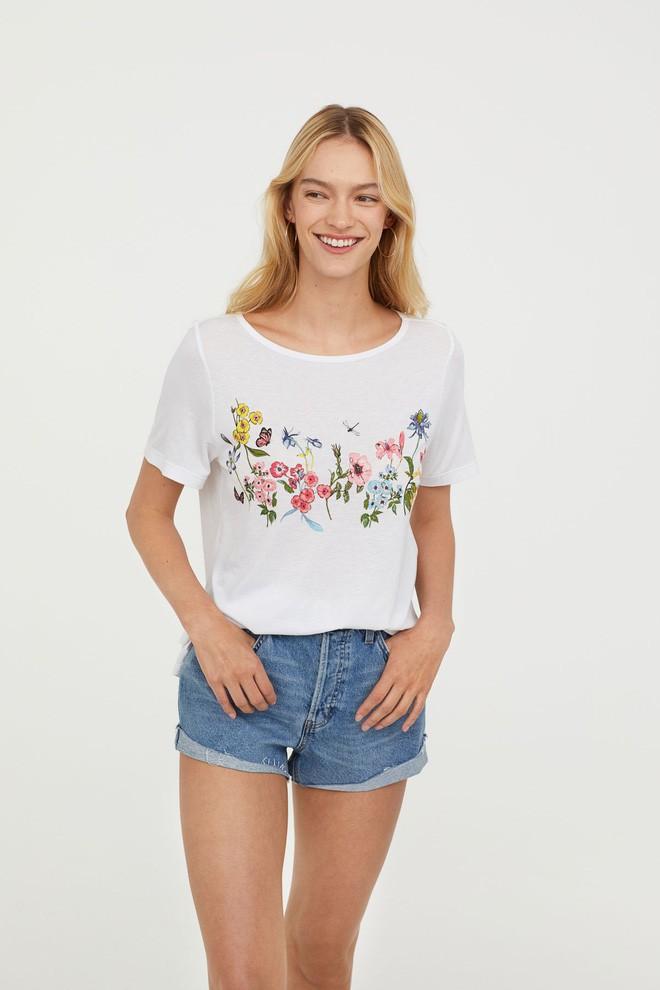 Nếu chán áo phông trắng trơn hay in chữ, Zara cùng H&M còn đủ kiểu áo in hình nổi bật mà giá chưa quá 500 ngàn đồng - ảnh 7