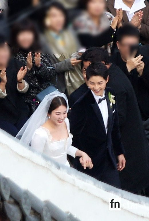 Rần rần trước loạt chi tiết trùng khớp giữa đám cưới Hoàng Gia Anh và hôn lễ thế kỷ của Song Song - ảnh 18