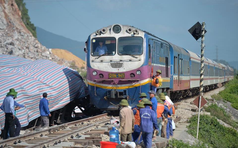 Đường sắt Bắc Nam đã thông tuyến trở lại sau vụ tai nạn thảm khốc giữa tàu SE19 và xe tải