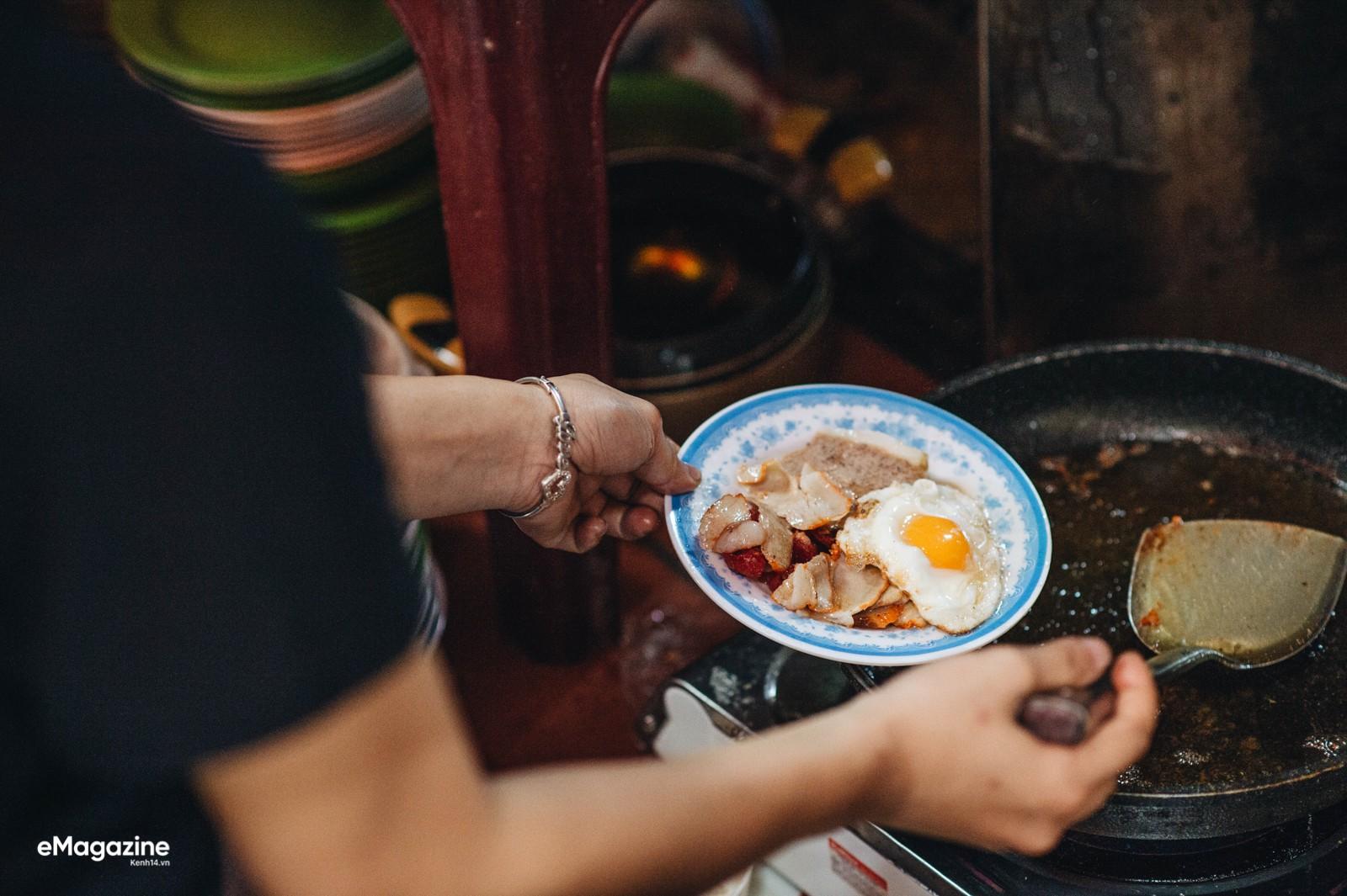 Bánh mì phố cổ Hà Nội: Ngon lành, giòn rụm những ổ bánh đã trở thành một phần văn hoá ẩm thực - Ảnh 5.
