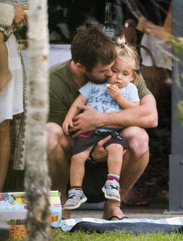 Những câu nói cho thấy đằng sau Thor gai góc là người cha, người chồng đáng yêu nhất quả đất! - Ảnh 12.