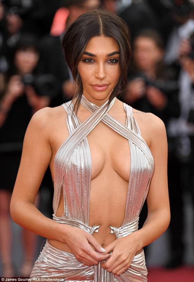 Thả rông vòng 1 trên thảm đỏ LHP Cannes, bồ cũ Justin Bieber gây chú ý không kém Phạm Băng Băng - Ảnh 2.