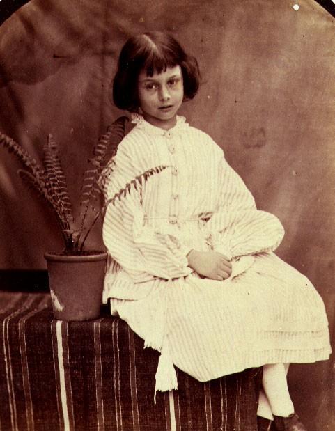 Alice ở xứ sở thần tiên: Câu chuyện trẻ em nhuốm màu đen tối và cuộc đời Alice ngoài đời thật khiến nhiều người ngỡ ngàng - ảnh 4