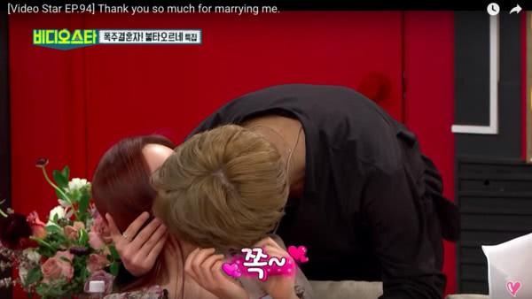 Cặp đôi Vợ 42 chồng 24 khoe khoang giàu có trên truyền hình, khóc nức nở vì phát hiện tim thai không đập - ảnh 2