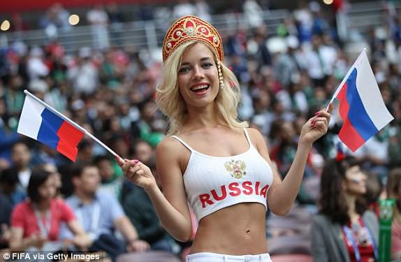 Hoa hậu, siêu mẫu và những cô gái Nga xinh đẹp hút ánh nhìn trong lễ khai mạc World Cup 2018 - ảnh 7