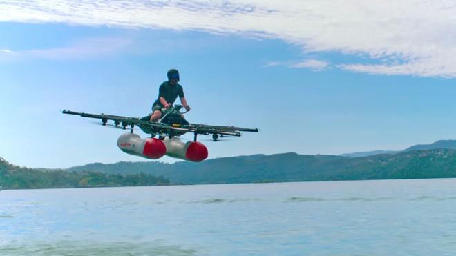 Video: Cùng xem ngôi sao YouTube Casey Neistat cưỡi chiếc ô-tô bay đầu tiên - ảnh 1