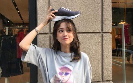 """Vừa vào hè, cộng đồng fashionista khoe ngay hot trend """"đội giày độc đáo!"""