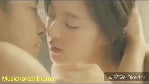 Hé lộ cảnh nóng bị cắt của loạt phim Hàn nổi tiếng: Nóng nhất là cặp đôi Hậu Duệ Mặt Trời - ảnh 5
