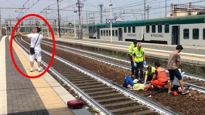 Hành động vô cảm từ 1 bức selfie trên Ý khiến cả cùng đồng phẫn nộ - Ảnh 1.