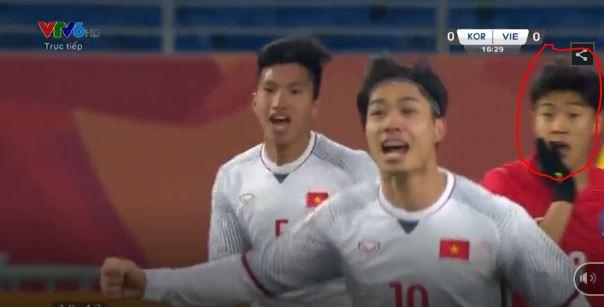 Hãy nhìn vẻ mặt kinh ngạc của cầu thủ Hàn Quốc để thấy Quang Hải ghi bàn đẹp thế nào - Ảnh 2.
