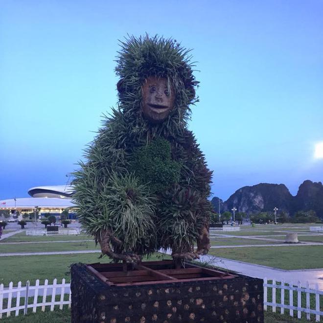 Tượng khỉ ở Hạ Long đột nhiên lan truyền trên MXH bởi biểu cảm ngáo ngơ khó tả - Ảnh 1.