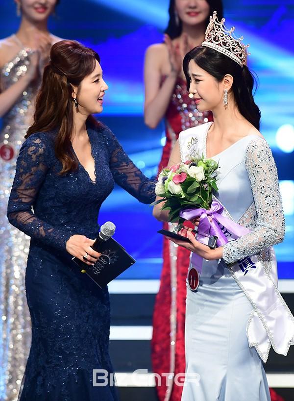 """Trớ trêu các cuộc thi sắc đẹp Hàn Quốc: Hoa hậu bị """"kẻ ngoài cuộc"""" lấn át nhan sắc ngay trong đêm đăng quang! - ảnh 14"""