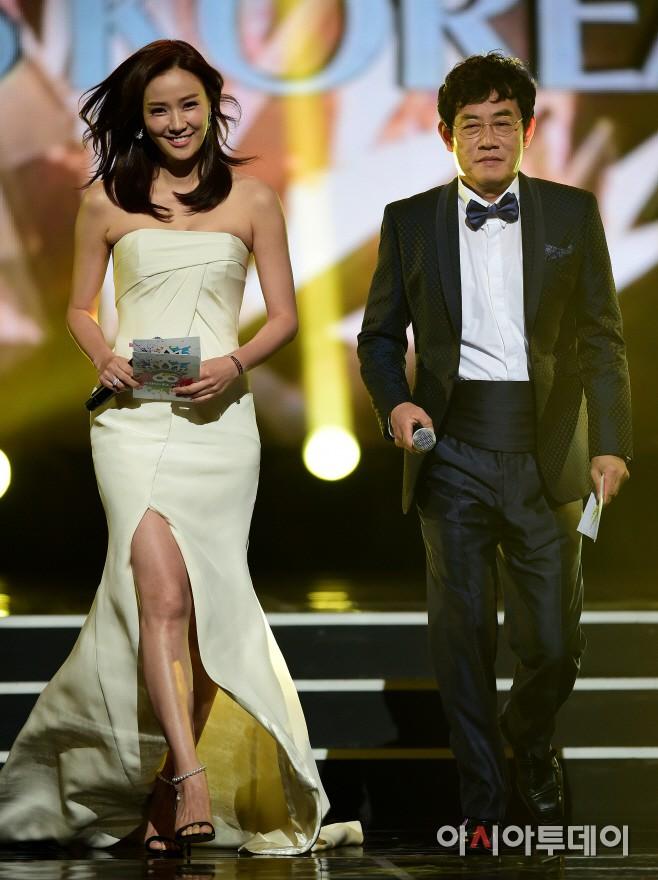 """Trớ trêu các cuộc thi sắc đẹp Hàn Quốc: Hoa hậu bị """"kẻ ngoài cuộc"""" lấn át nhan sắc ngay trong đêm đăng quang! - ảnh 19"""