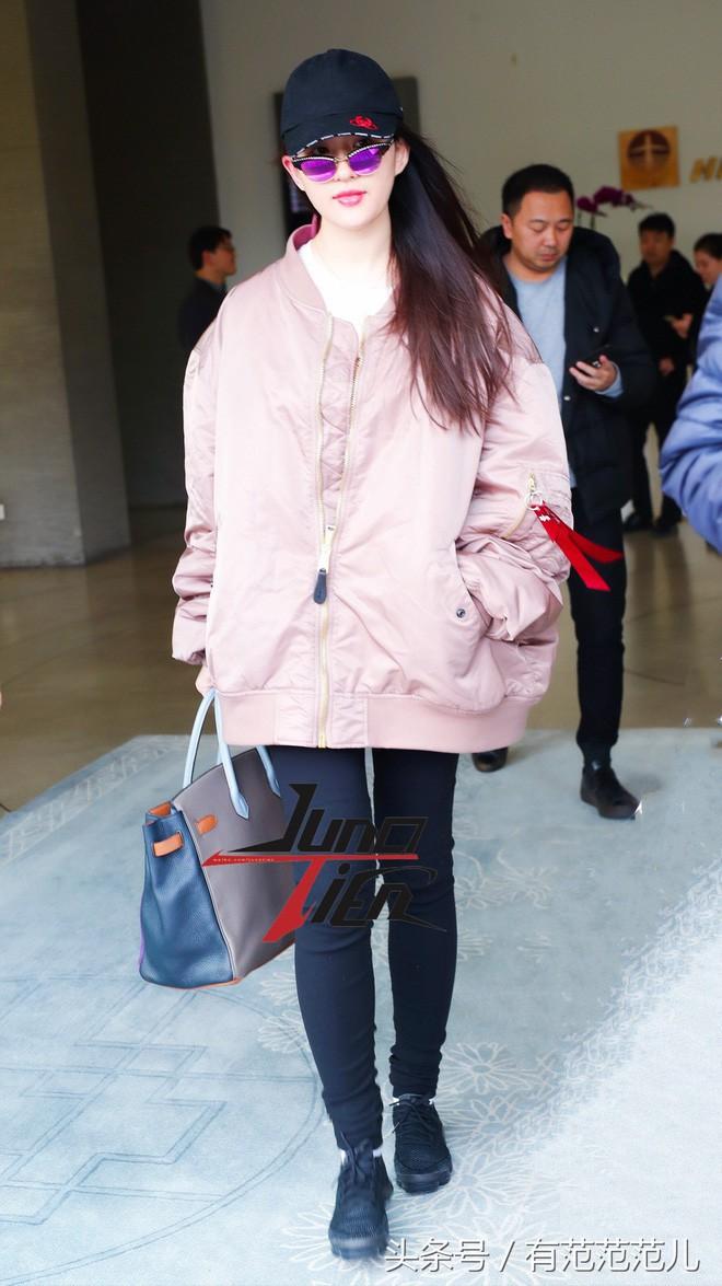 Lưu Diệc Phi diện đồ đen kín mít ra sân bay, nhưng khi bóc giá trang phục của cô thì ai cũng choáng - Ảnh 8.