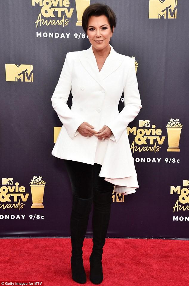 Kylie Jenner tiết lộ người mà cô sẽ trao lại đế chế mỹ phẩm trị giá 20 ngàn tỷ trong tương lai - ảnh 2