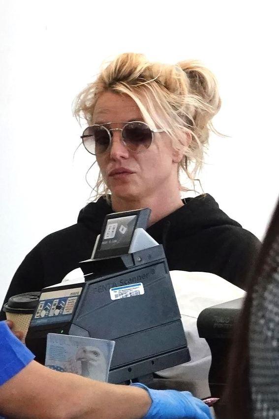 Xuề xòa hết sức ra sân bay, Britney Spears bị netizen Hàn dìm hàng tơi tả - ảnh 1