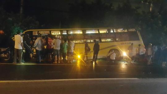 Tai nạn xe giường nằm kinh hoàng ở Long An - Ảnh 2.