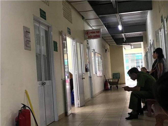 Vụ nam thanh niên nổ súng bắn người và đâm bạn gái trọng thương ở Sài Gòn: Nghi phạm đã tử vong - Ảnh 1.