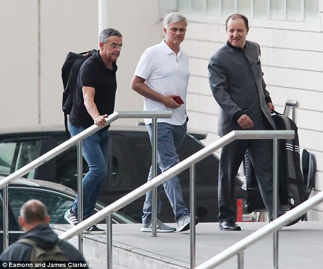 Mourinho trở lại Manchester, chuẩn bị cho mùa giải mới - ảnh 3