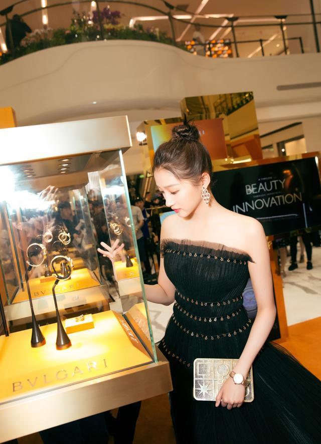 Không cần photoshop, bạn gái Luhan đẹp không tì vết bất chấp cả camera thường - ảnh 5
