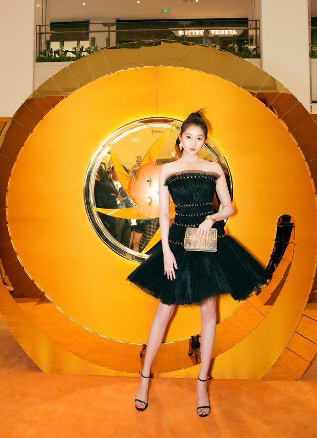 Không cần photoshop, bạn gái Luhan đẹp không tì vết bất chấp cả camera thường - ảnh 6
