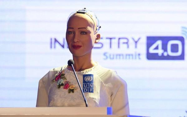 Sophia - Công dân robot đầu tiên trên thế giới nói gì khi lần đầu đến Việt Nam? - ảnh 1
