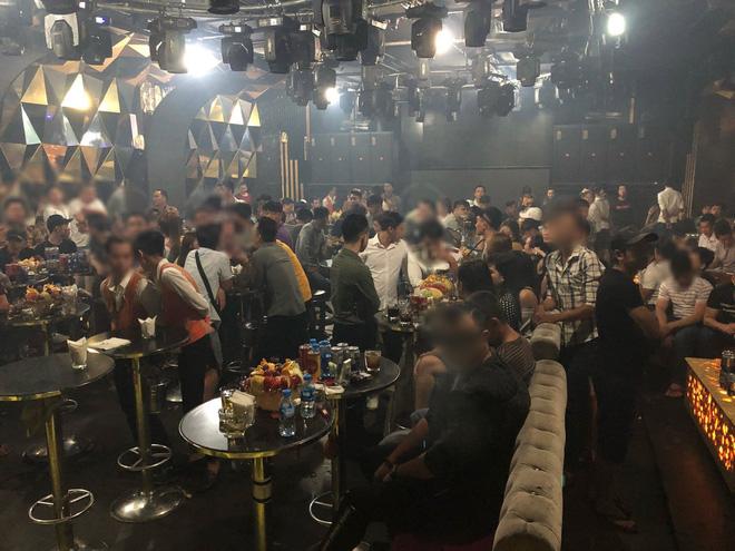 Gần 200 dân chơi nghi phê ma tuý tháo chạy tán loạn ở khách sạn Sài Gòn khi công an ập vào kiểm tra - ảnh 1