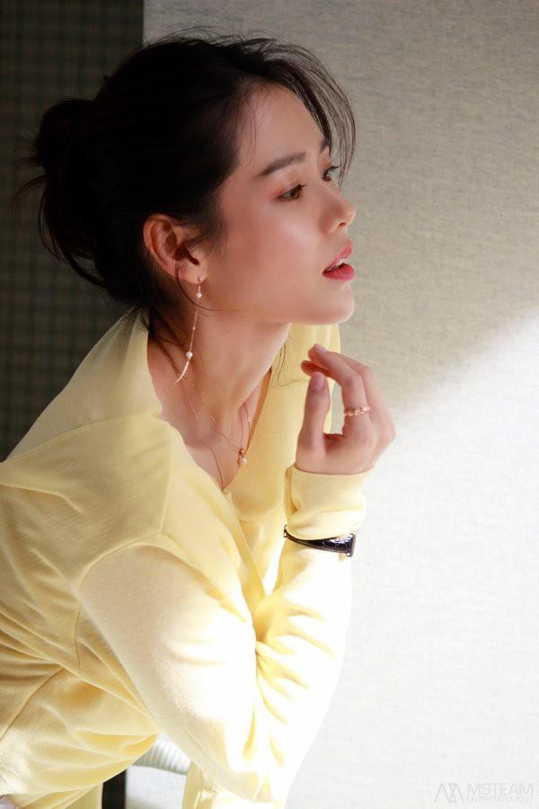 Hình hậu trường của Son Ye Jin chứng minh: Đã là tường thành nhan sắc thì bất chấp, không cần photoshop - ảnh 14