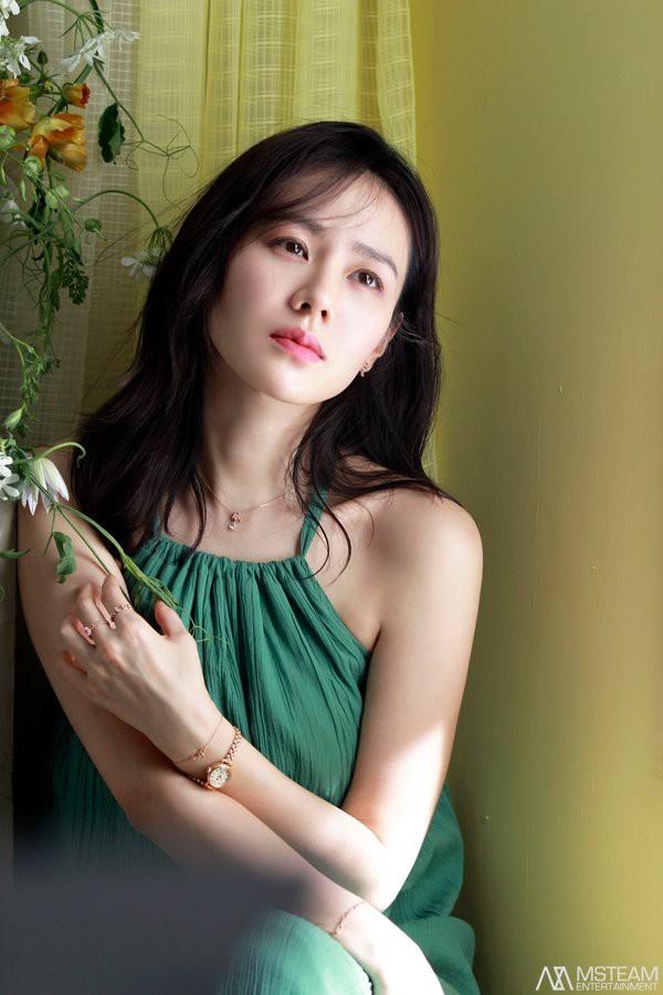 Hình hậu trường của Son Ye Jin chứng minh: Đã là tường thành nhan sắc thì bất chấp, không cần photoshop - ảnh 9