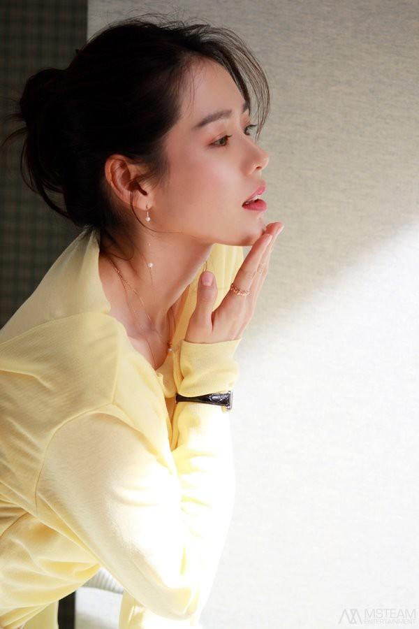 Hình hậu trường của Son Ye Jin chứng minh: Đã là tường thành nhan sắc thì bất chấp, không cần photoshop - ảnh 15