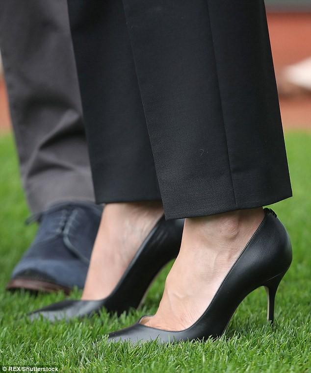 Lời lý giải cho việc Công nương Meghan luôn đi giày cao gót, bất chấp trên cả nền sân cỏ - ảnh 4