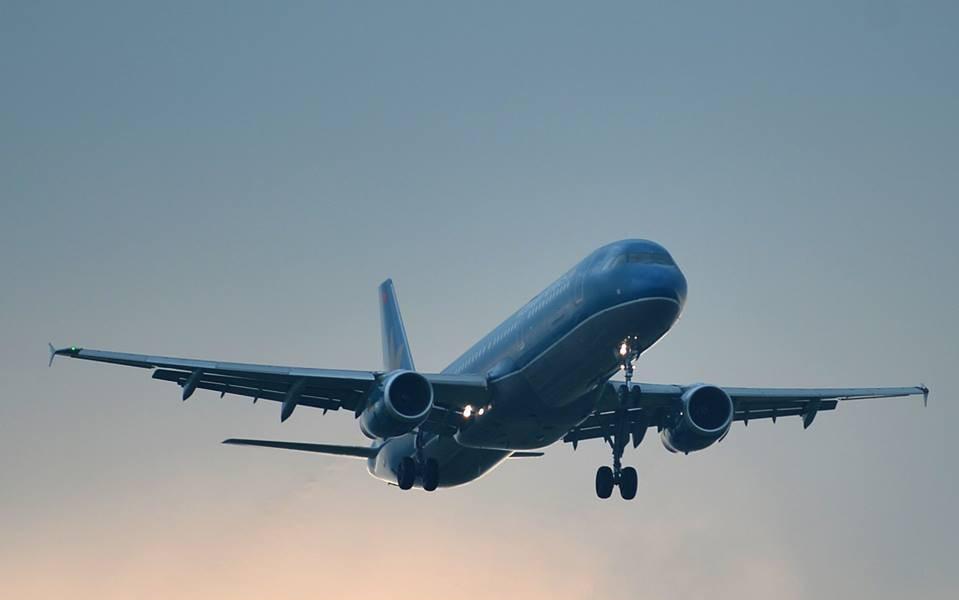 Máy bay phải nằm lại đường băng sau khi hạ cánh tại sân bay Vinh do trục trặc kỹ thuật