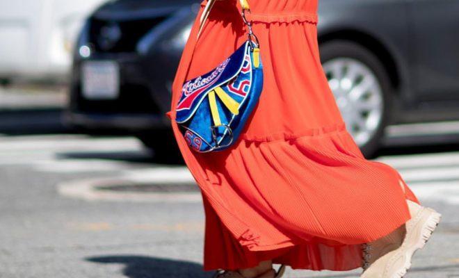 Một ngày đẹp trời, bạn tỉnh giấc và thấy cả thế giới đang đeo mẫu túi hot nhất từ thời của mẹ mình - ảnh 11