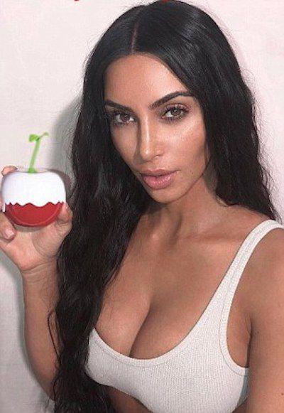 Nhanh nhẹn như Kim Kardashian: lấy ảnh cũ, photoshop tí chút thế là có ảnh mới để quảng cáo nước hoa - ảnh 2