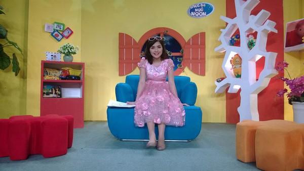Hoá ra chị gái Hoà Minzy chính là Chị kính hồng của chương trình Chúc bé ngủ ngon trên VTV năm nào! - Ảnh 2.