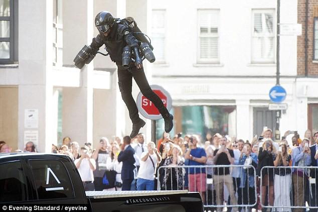Giáp phản lực Iron Man đời thực dành cho rich kid: Đắt hơn 10 tỷ nhưng chỉ bay được 4 phút - Ảnh 4.