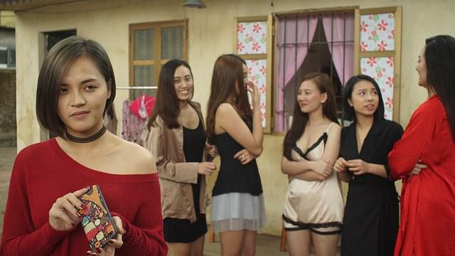 Quỳnh Búp Bê: Dàn kĩ nữ, ma cô táo bạo nhất phim truyền hình Việt Nam - Ảnh 3.