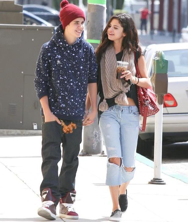 Selena Gomez: 8 năm yêu Justin Bieber nhưng Justin lại đính hôn Hailey - Ảnh 1.