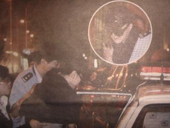 Tiếp tục xôn xao hình ảnh chấn động: Phạm Băng Băng trùm kín mặt, bị cảnh sát áp giải lên xe? - Ảnh 2.