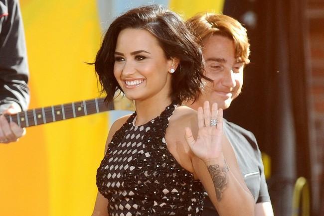 Quyết tâm trở lại cuộc sống bình thường, Demi Lovato huỷ tất cả đêm diễn còn lại để tập trung hồi phục - Ảnh 2.