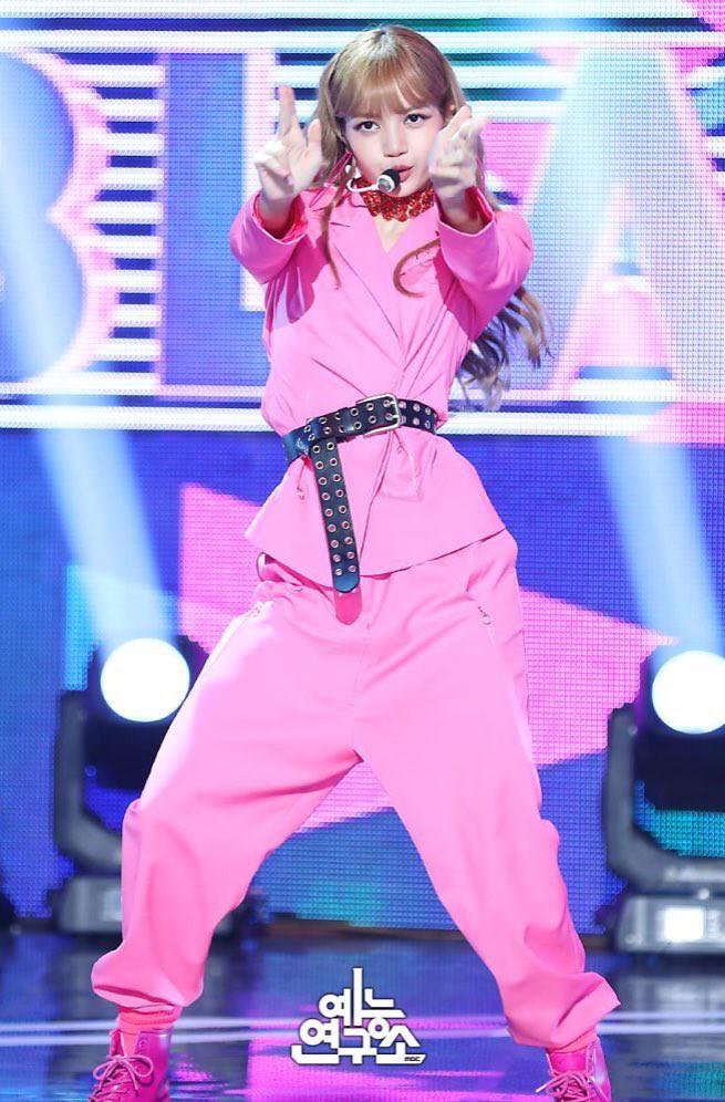 """Chỉ có thể là Jeon Ji Hyun, Sulli và Lisa (Black Pink): Thần thái """"thách thức"""" cả quần áo vừa khó mặc lại lòe loẹt - ảnh 12"""