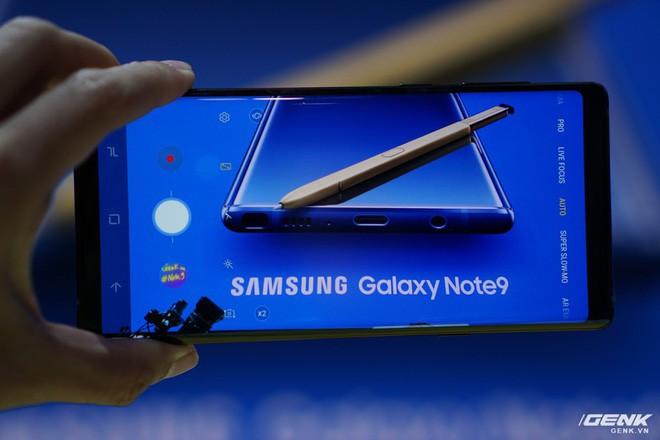 Ảnh thực tế Galaxy Note 9 vừa mới ra mắt: Có những gì đỉnh hơn người tiền nhiệm Note 8? - Ảnh 24.