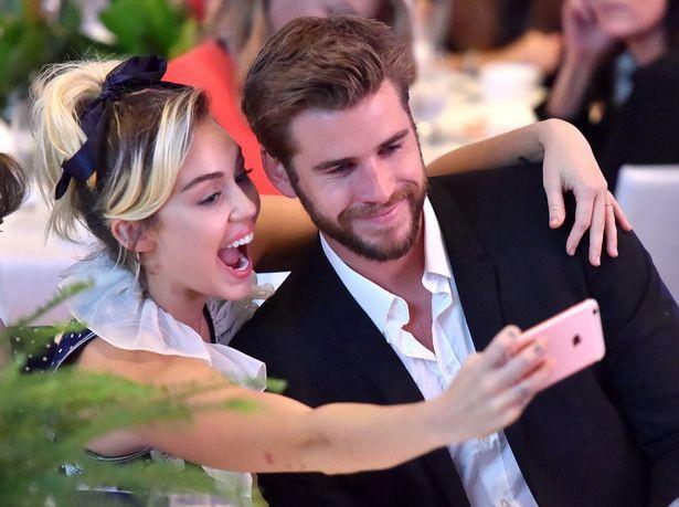Chẳng cần nói nhiều, Miley và Liam đã cho thấy sự thật đằng sau tin đồn chia tay bằng hình ảnh này - Ảnh 2.