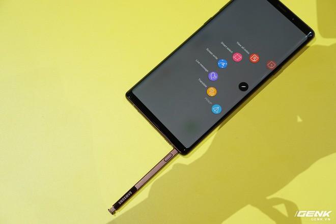 Ảnh thực tế Galaxy Note 9 vừa mới ra mắt: Có những gì đỉnh hơn người tiền nhiệm Note 8? - Ảnh 20.