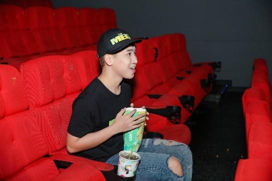 Cảm nhận trọn vẹn sự hoành tráng của bom tấn Cá mập siêu bạo chúa tại rạp phim 3 màn hình - ảnh 3