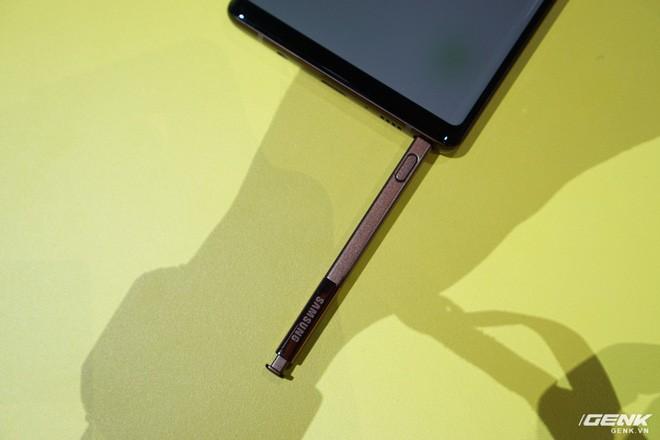 Ảnh thực tế Galaxy Note 9 vừa mới ra mắt: Có những gì đỉnh hơn người tiền nhiệm Note 8? - Ảnh 23.
