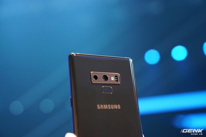 Ảnh thực tế Galaxy Note 9 vừa mới ra mắt: Có những gì đỉnh hơn người tiền nhiệm Note 8? - Ảnh 10.