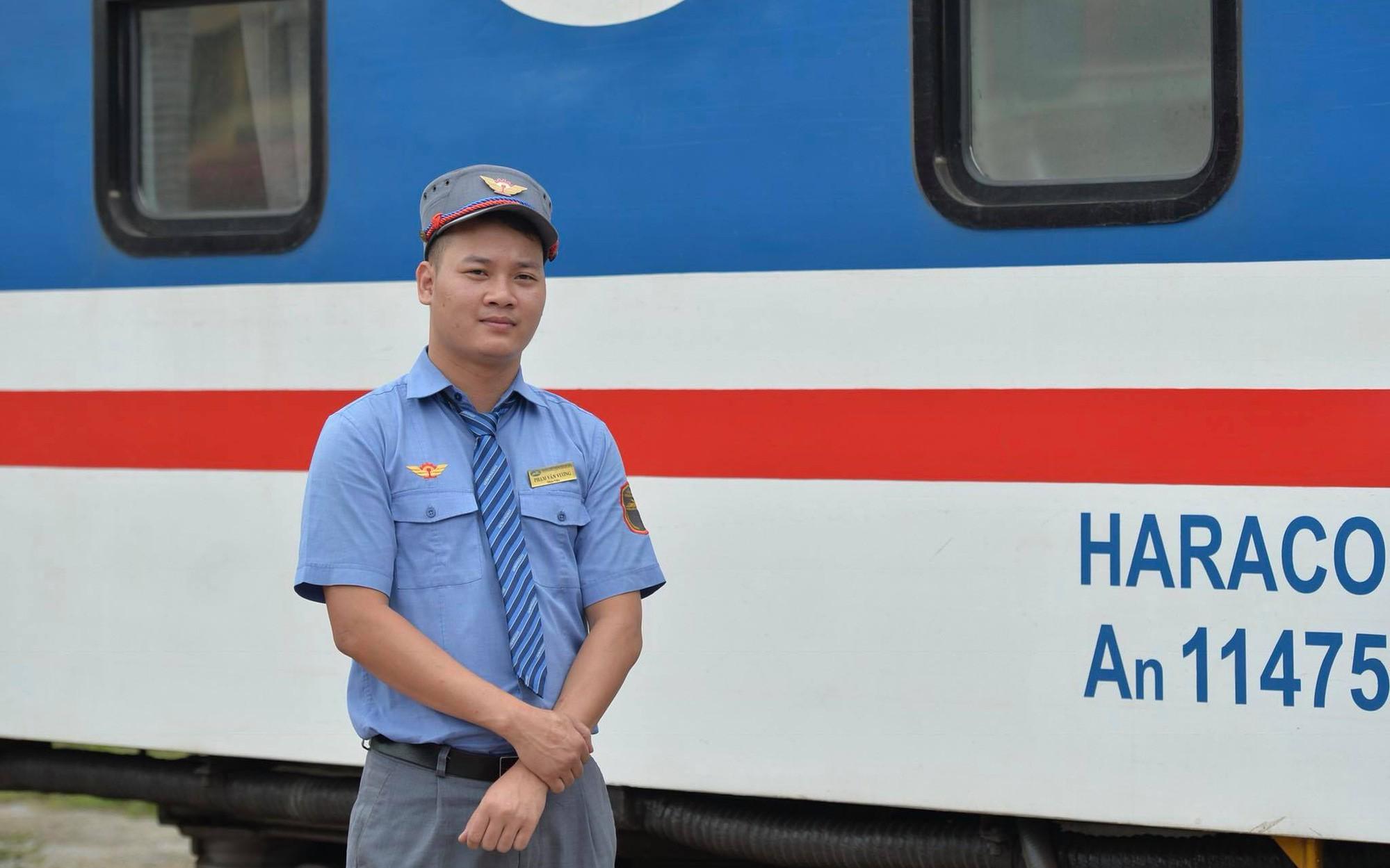 Khen thưởng nhân viên và tổ tàu trả lại hơn 100 triệu cho hành khách bỏ quên